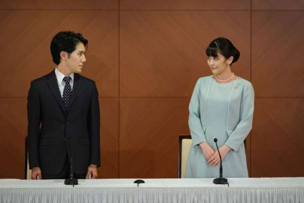 "Японская принцесса вышла замуж за ""простолюдина"""