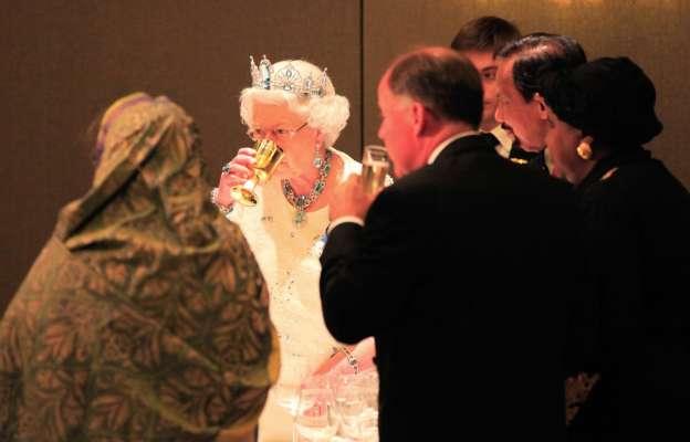 Королевский напиток: назван рецепт любимого коктейля Елизаветы II