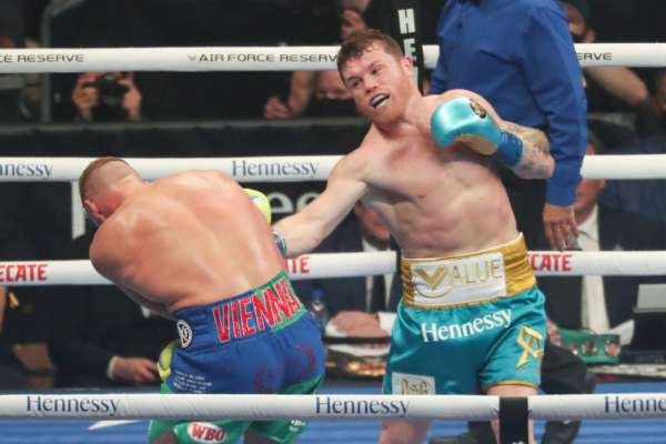 Названы боксеры, способные побить Сауль Альвареса