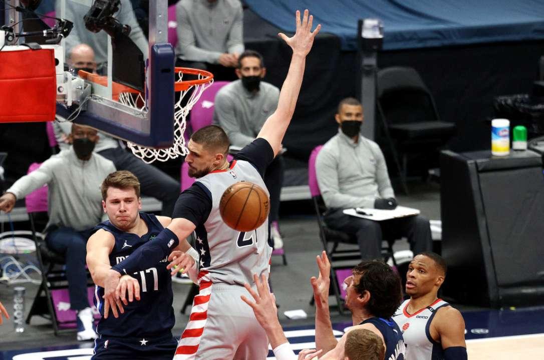 Лэнь и Михайлюк неудачно сыграли в НБА, их команды уступили