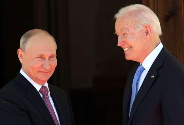 Хохлома і кришталева статуетка: Байден і Путін обмінялися незвичними подарунками на саміті в Женеві