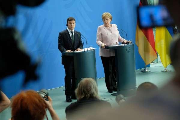 Канцлер Німеччини запросила Зеленського на зустріч до Берліна