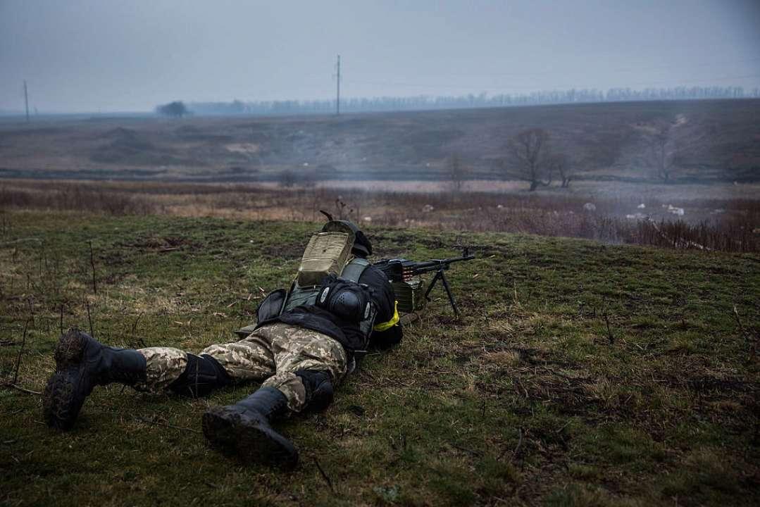 Обстрелы на Донбассе: ранен один украинский воин