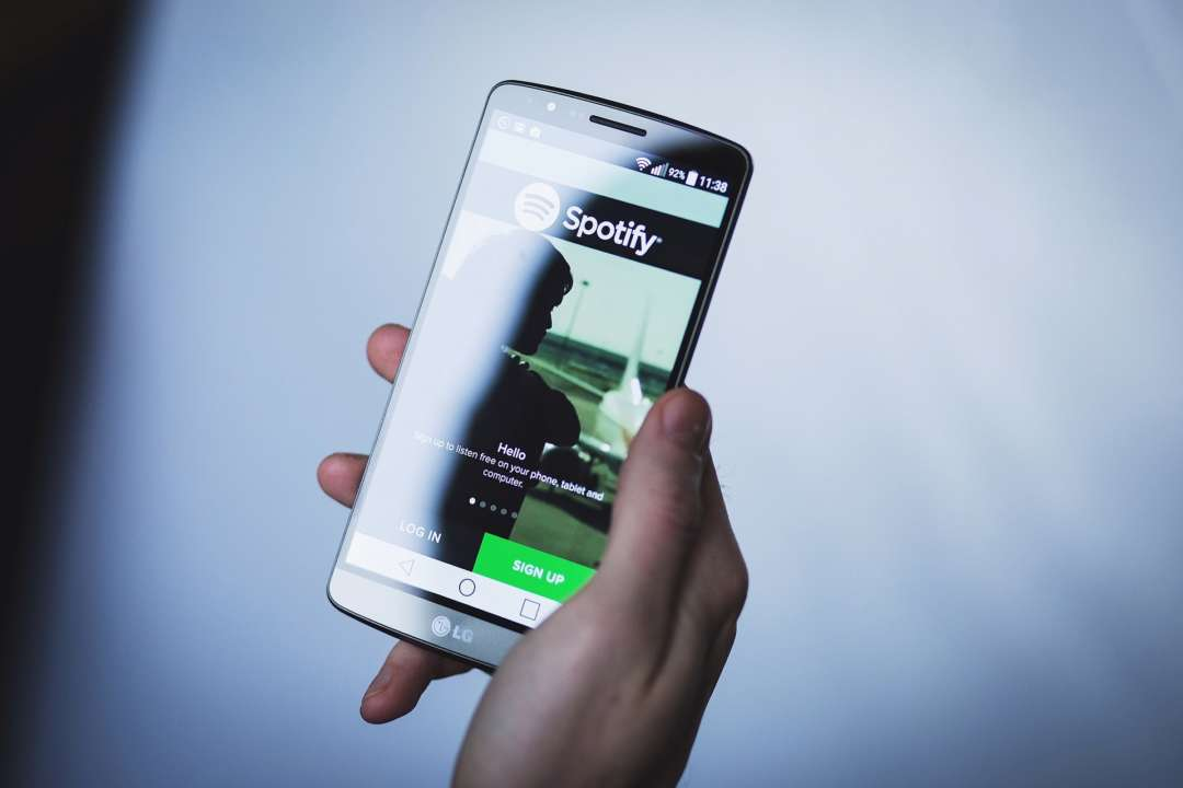 У додатку Spotify з'явився голосовий помічник