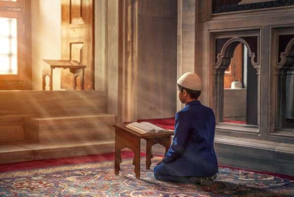 Молитва мусульманского мальчика