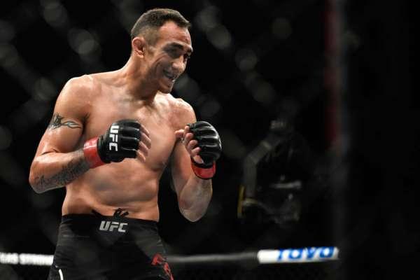 Дикі танці. Відомий боєць UFC розважається на тренуванні. Відео
