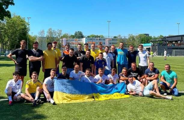 Как фанаты сборной Украины провожали команду на матч с Нидерландами. Видео