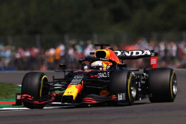 Ферстаппен выиграл первую спринтерскую гонку в истории Ф-1