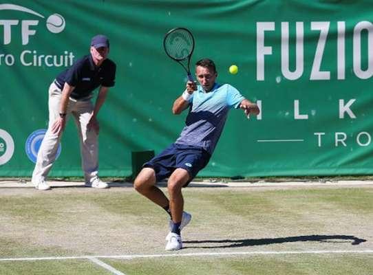 Стаховский проиграл Нагалу и покинул турнир в Праге