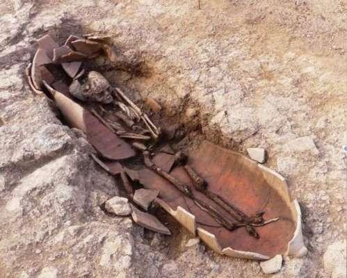 На Корсике археологи нашли 40 гробниц с людьми, захороненными в горшках