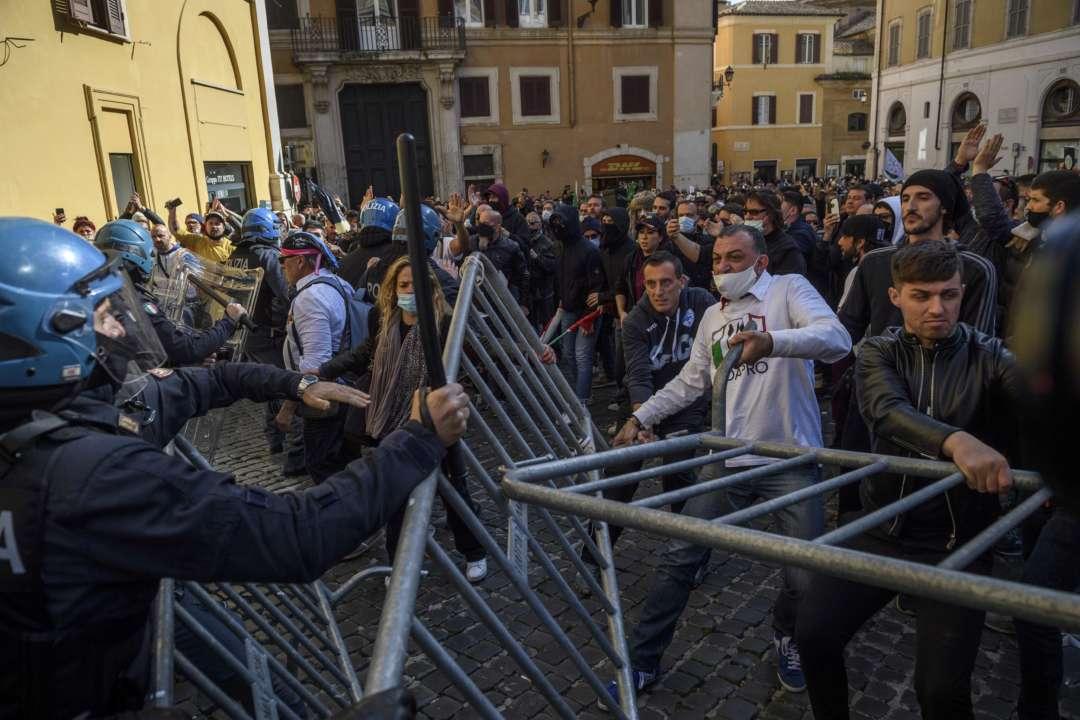 Митинги против карантина в Риме переросли в столкновения с полицией