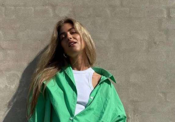 Девушка в зеленой рубашке