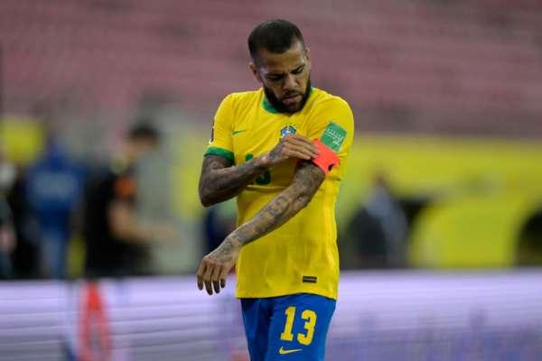 Дани Алвес ведет переговоры с бразильским клубом