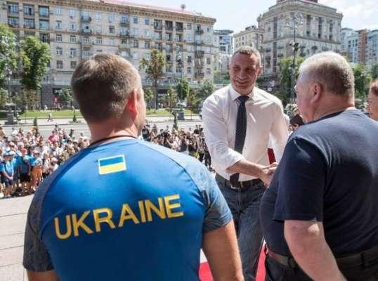 Виталий Кличко оценил шансы Усика в поединке с Джошуа