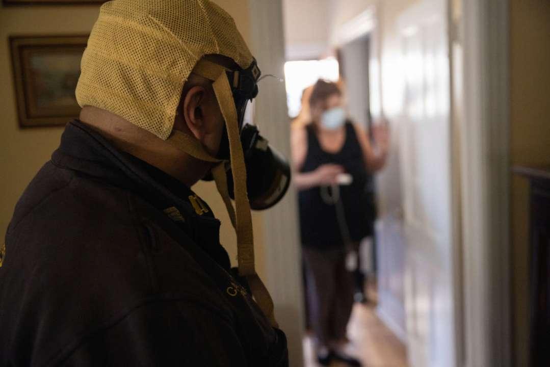 Противогаз вместо респиратора: в Кривом Роге мужчина удивил средством защиты от Covid-19. Фото