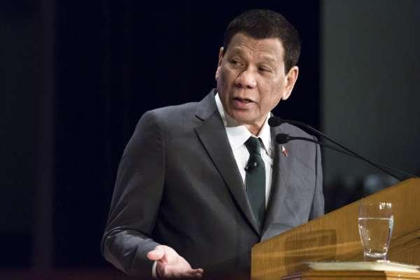 Президент Филиппин предлагает вакцинировать граждан, пока они спят