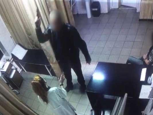 Под Киевом мужчина с оружием угрожал медсестре / Фото: Андрій Нєбитов