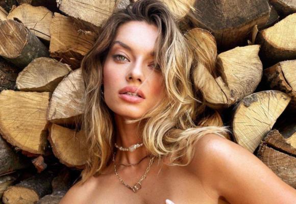 Супермодель Таня Брик еротично повигиналася в крихітному бікіні