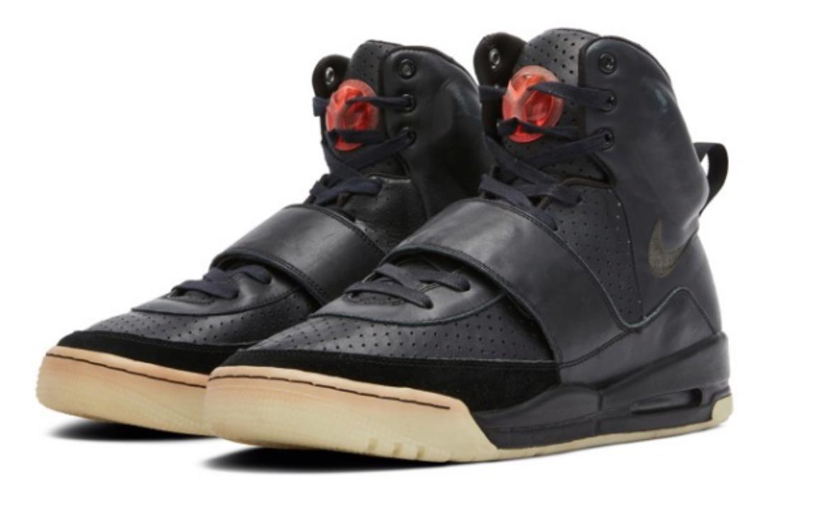 Самая дорогая обувь в мире: на аукционе продали прототип первых кроссовок Nike от Канье Уэста