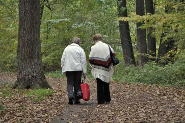 В Україні жінки можуть йти на пенсію у 45 років: назвали умови