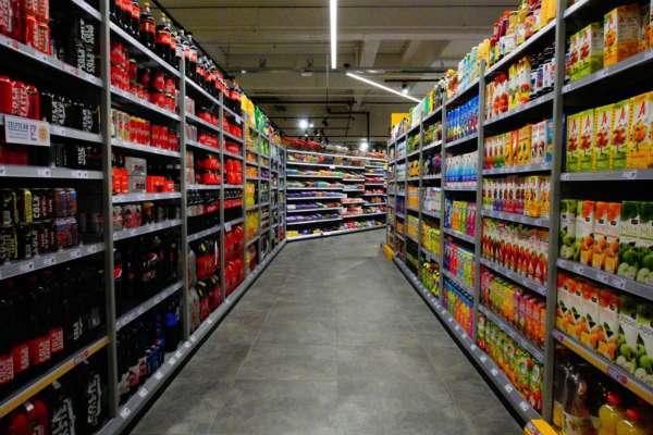 В Борисполі чоловік ляпасами розігнав хуліганів у супермаркеті. Відео