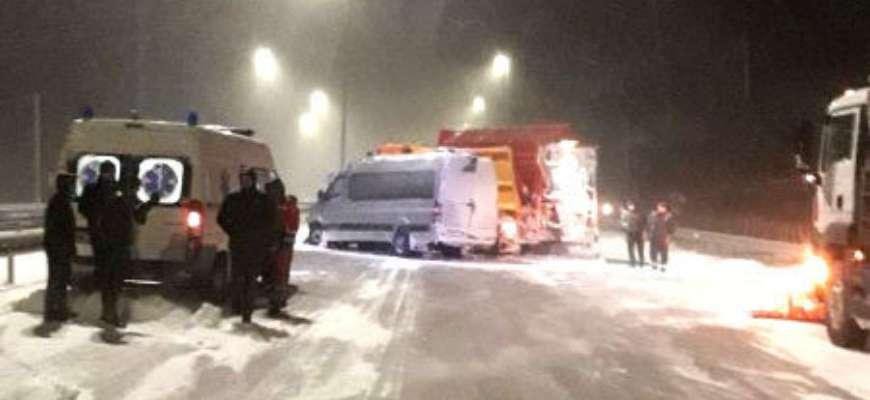 Под Ровно маршрутка столкнулась со снегоочистительной машиной. Фото