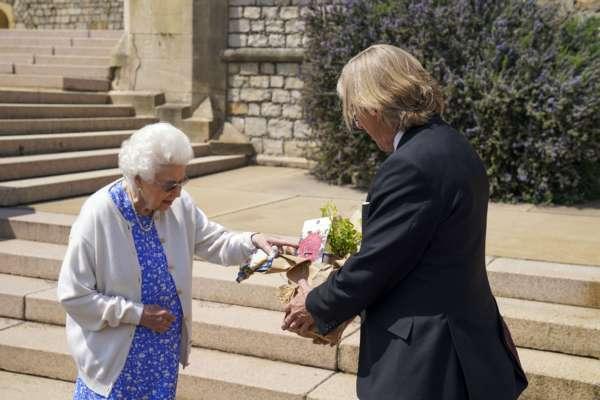 в честь покойного супруга Елизаветы II назвали новый вид цветов