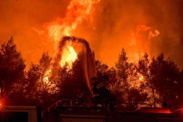 Сто українських вогнеборців відправляться у Грецію для боротьби із лісовими пожежами