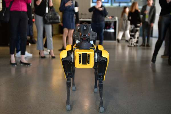 Hyundai использует роботов Boston Dynamics для охраны завода. Видео