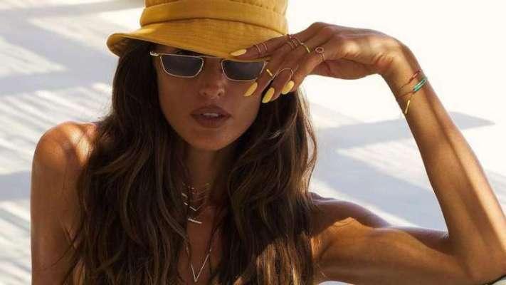Гаряча Ізабель Гулар влаштувала фотосесію топлес на пляжі
