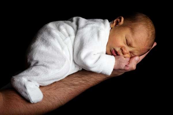 Народные приметы и суеверия о новорожденных