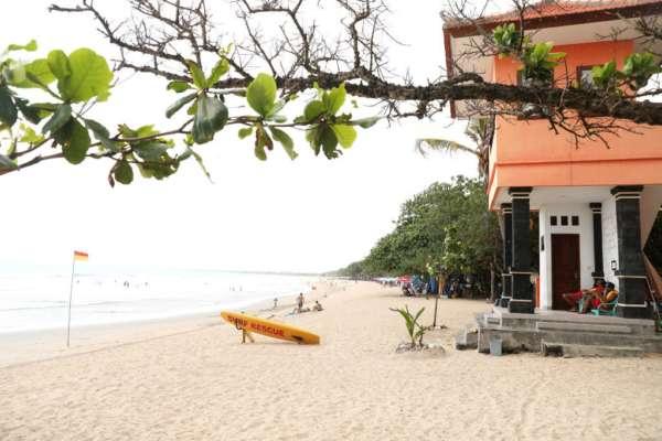 """Индонезийские власти решили отправить своих госслужащих работать """"на удаленку"""" на Бали"""