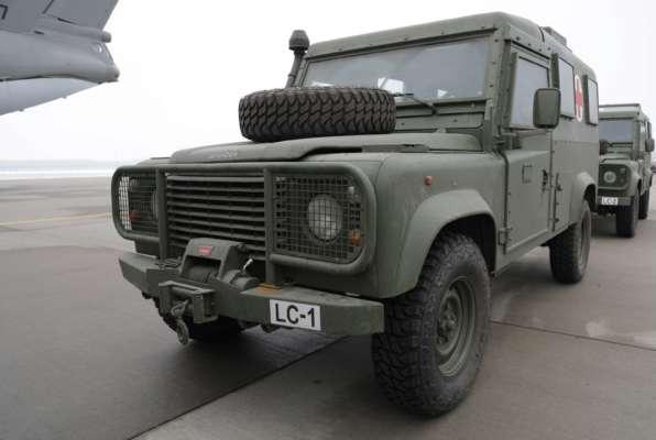 Украинской армии передали бронированные медицинские автомобили