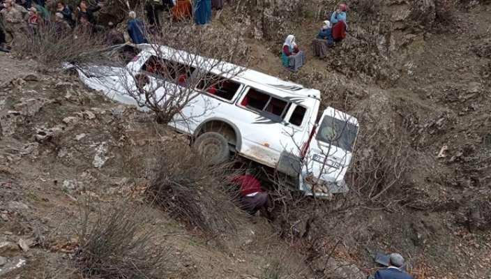 В Турции автобус сорвался со скалы: есть жертвы среди детей