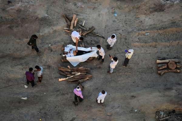 Кремація тіл в Індії