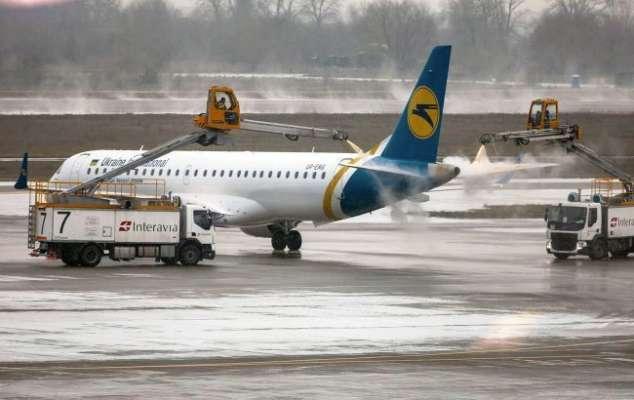 Через снігопади в Україні не працюють два аеропорти