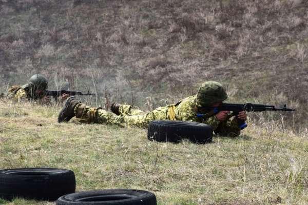 Обстрелы на Донбассе: три украинских защитника получили ранение