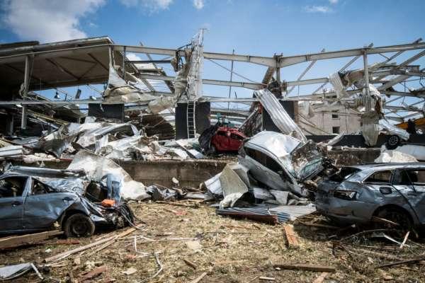 Повреждены дома и отсутствует электричество: неподалеку Онтарио пронесся мощный торнадо