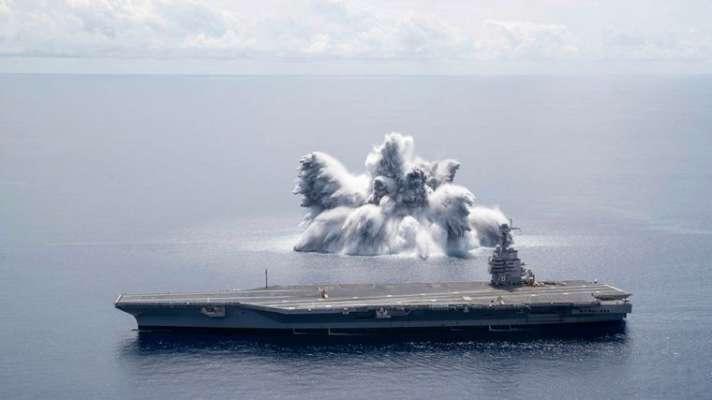 Испытывали корабль на прочность: военные США взорвали в океане бомбу, которая вызвала землетрясение