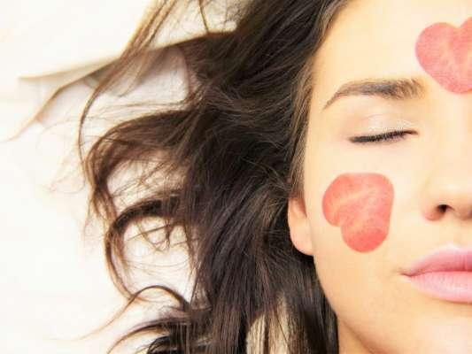 Які звички помітно псують шкіру обличчя