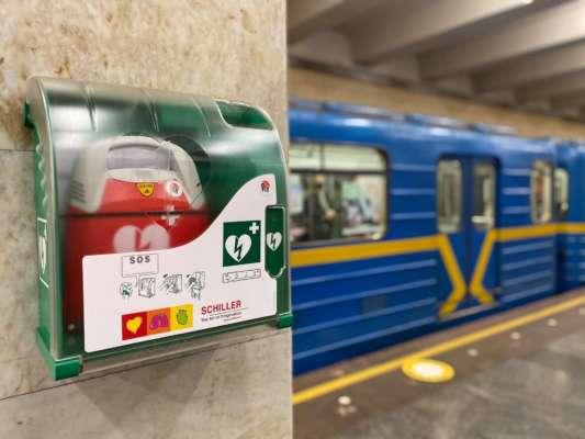 На всіх станціях Київського метрополітену з'явилися дефібрилятори