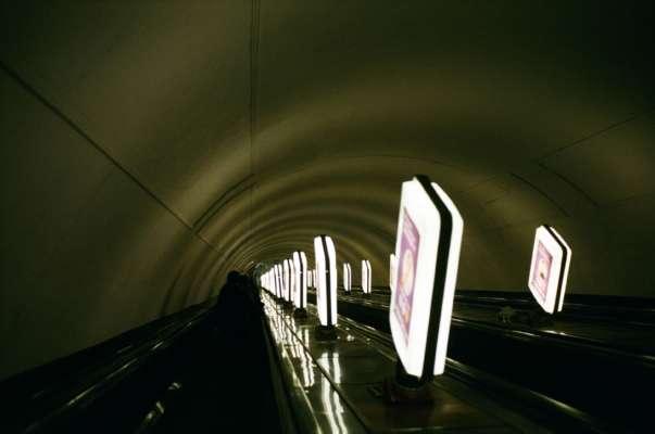 У київському метро вагон перетворили на ринок. Так боряться із нелегальною торгівлею
