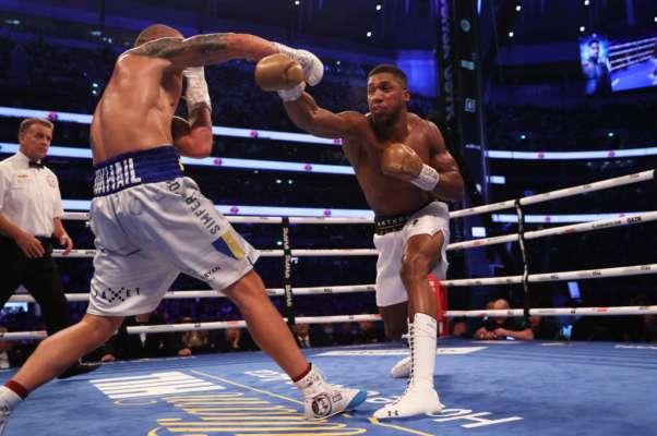 Экс-чемпион UFC возмутился британским судьей боя Усик - Джошуа