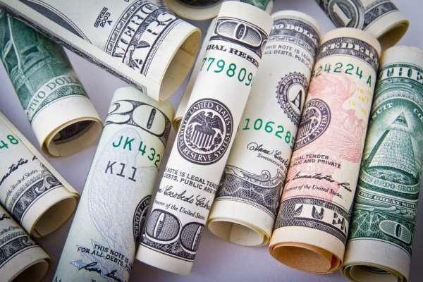 Курс валют НБУ: євро та долар продовжують падати