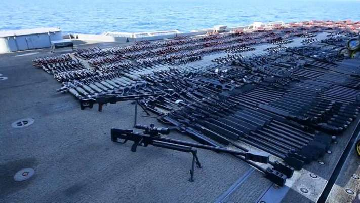 В Аравійському морі американський крейсер затримав судно з російською і китайською зброєю
