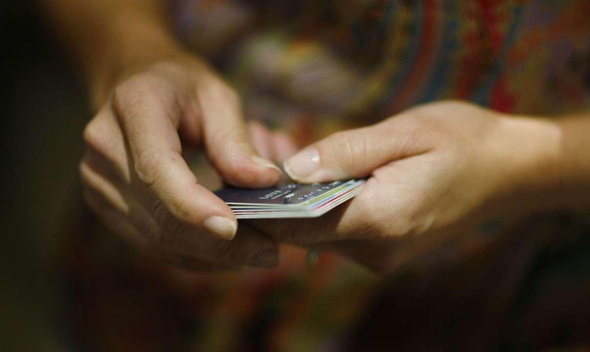 Со счетов украинцев будут списывать долги