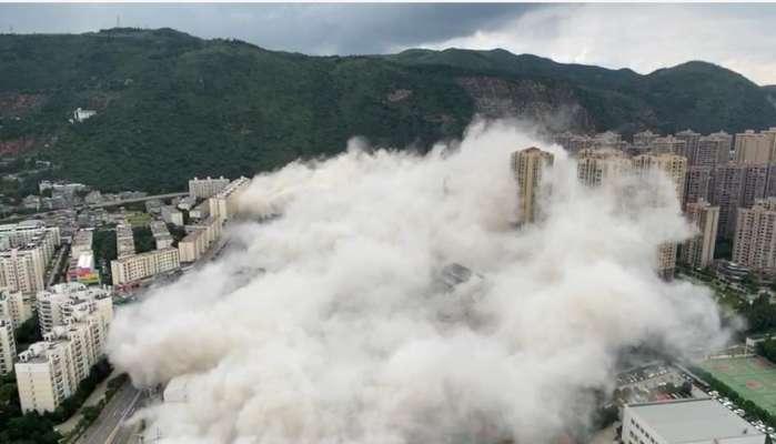 Упали, как домино: в Китае 15 небоскребов снесли эффектным взрывом. Видео