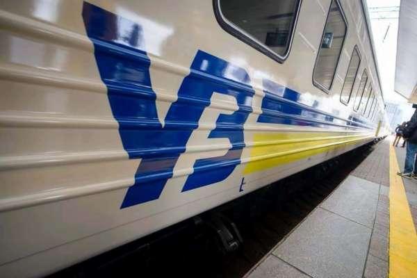 """""""Неначе Халк їздив на мінеральні води"""": пасажир потягу розгромив вагон купе"""