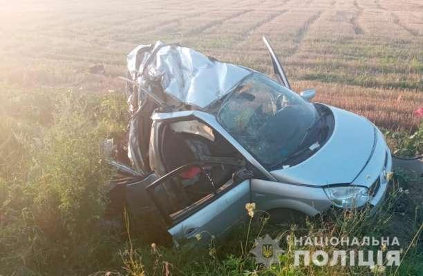 Моторошна ДТП під Одесою: легковий автомобіль розірвало навпіл