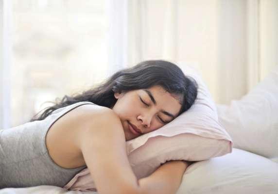 вчені розповіли, скільки годин необхідно спати